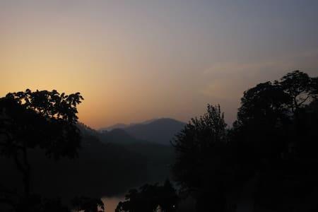 Himalayan Lakeside Guesthouse - Bhimtal - Ház