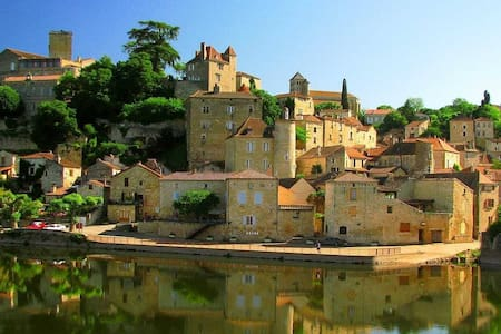 We have a lovely listed gite with 2 en-suite bedrooms, fully fitted kitchen, ideal for familiar or groups of 4.  Our location, medieval ville, nearby the River Lot, is close to restaurants and boulangeries with safe free parking.  Enjoy France here.