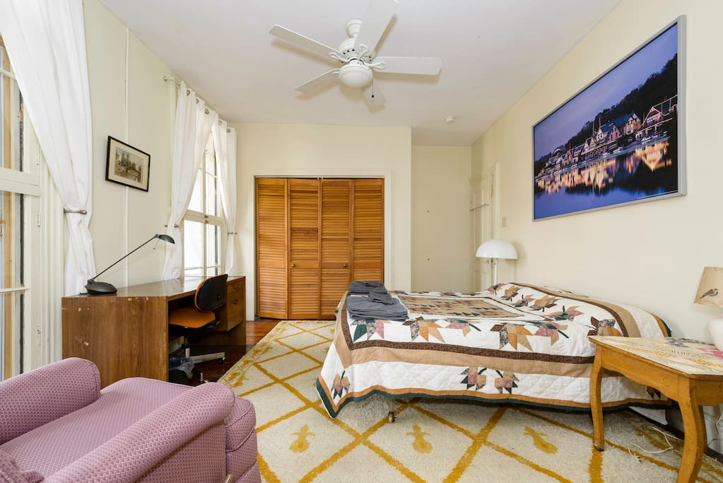 Here is our guest room for you.