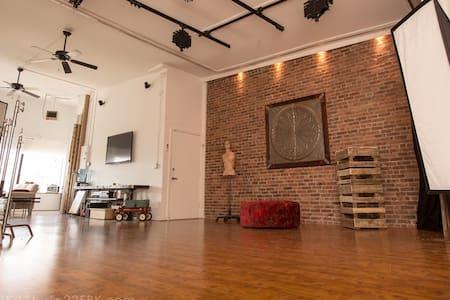 Unique Creative Artist Space in Brooklyn - Brooklyn