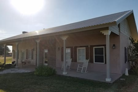 Ranch Guest House - Burnet