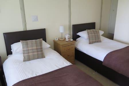Symonds Yat Rock Lodge B&B Twin - Bed & Breakfast