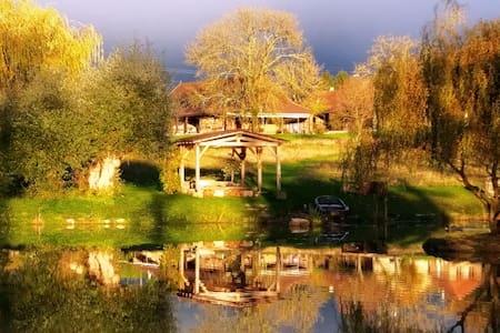 L'Huteau aux Chênes Cornus - Montagny-prés-Louhans - House