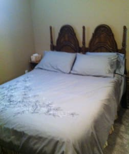 Queen size in large 11.5x 11.5 room