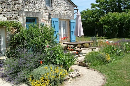 Lovely Rustic Self Catering Cottage - Verteuil-sur-Charente - Huis