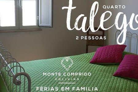 """Monte Comprido - Quarto """"Talego"""" - Vale de Santiago - Bed & Breakfast"""