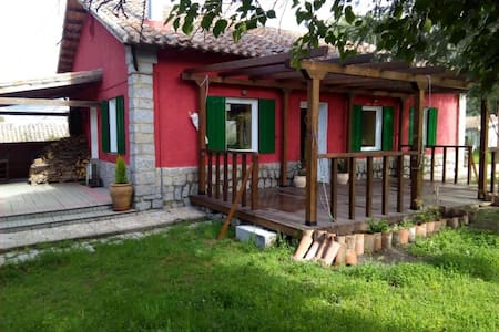Preciosa casa en zona natural - Dom