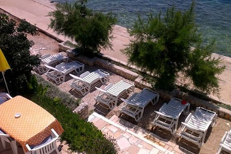 Villa Vedran 5 meters from the beach free sun beds - Komarna