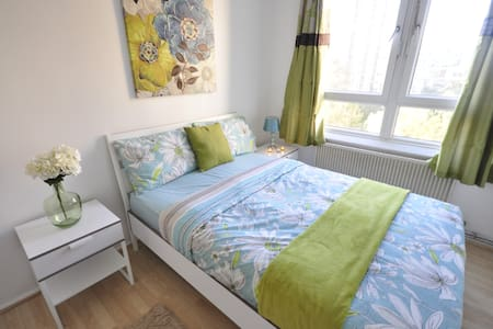 Nice room for 2 Old Street (NWL3)