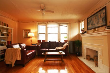 Sunny, charming University City apt - University City - Appartement