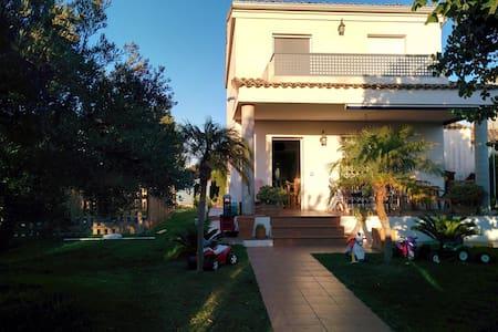 CHALET PAREADO CON PISCINA - Llíria - House