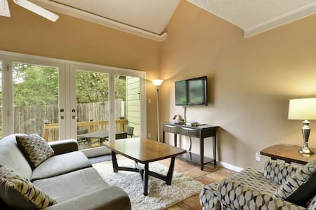 2BR/2BA Perfectly Located ATX Home