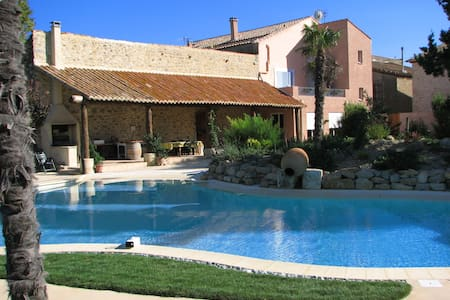 Big pool, 6 bedrooms - ½ hr airport - Casa