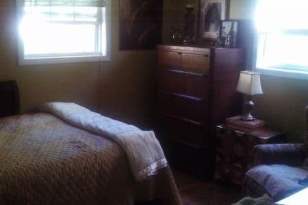 Spare bedroom (Full size) - Greenville - Maison