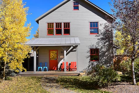 3bd/3ba (2 suites) - Modern Getaway in Downtown CB - Casa