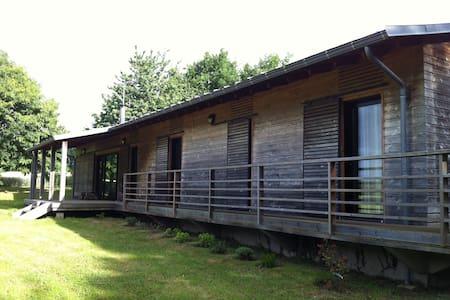 Maison en bois contemporaine, pays 'de caractère' - Dům