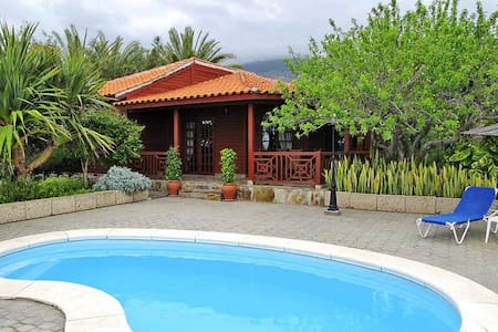 Tenerife wooden house with pool - Villa
