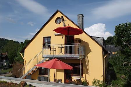 Ferienwohnung im Ökoweingut - Pünderich - Wohnung