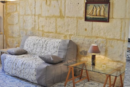 Cozy studio in the heart of Tarascon, quiet place - Tarascon - Apartment