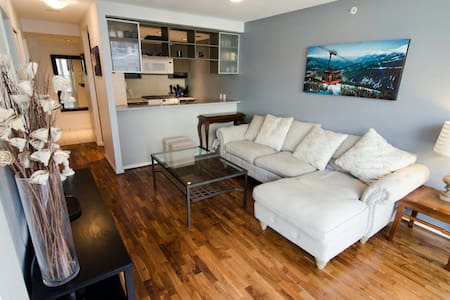Yaletown 1BDR w/ HUGE private patio - Vancouver - Daire