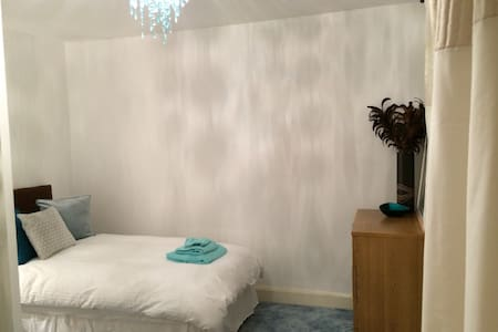 Cosy room in quiet cul de sac - Harrow