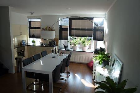 Sfeervol appartement met dakterras - Lejlighed