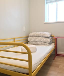 Cheapest single room in Metrotown - Ház