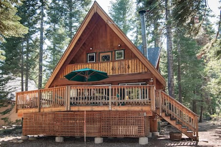 Deasy - Classic Chambers Chalet w/ private beach - Cottage
