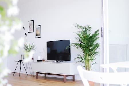 Stylish & Modern Brand New Apartment near NEWTOWN - Saint Peters