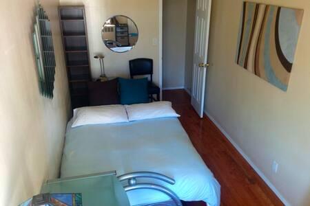 Cozy private room in Astoria, NY