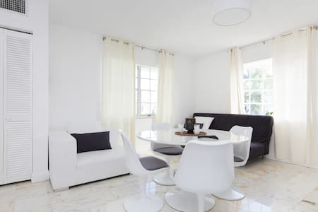 BRAND New 1br+living! Lincoln rd!