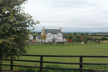 Samaya House, Coolroe, Shillelagh, Co. Wicklow. - Bed & Breakfast
