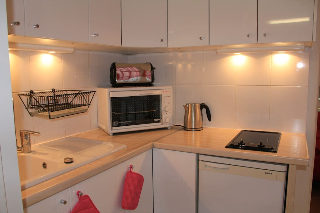 fully equipped kitchen, microwave, stove, oven, toaster, coffee maker, water boiler