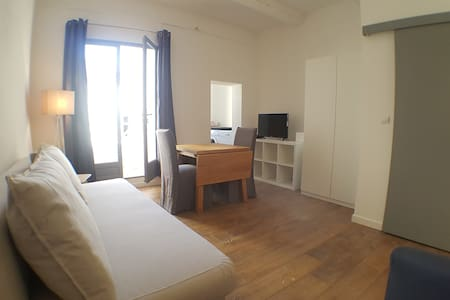 BEAUTIFUL STUDIO WITH BALCONY - HEART OF THE CITY - Aix-en-Provence - Apartment
