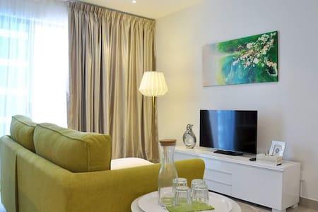 Trefoil Comfortable Homestay - Nos 2 , Seksyen U13 - Condominium