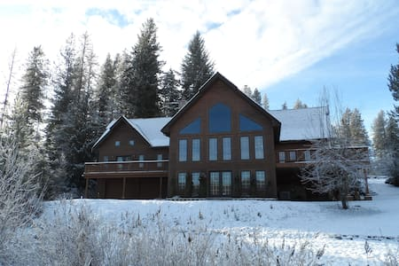 Rose Lake Lodge Lakefront Chalet - Cataldo - 独立屋