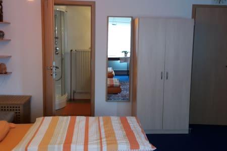 Komfort 1 Zimmer Appartement, EG, idyllisch, ruhig - Pis
