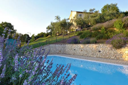 Countryside Villa with swimming pool - Casa