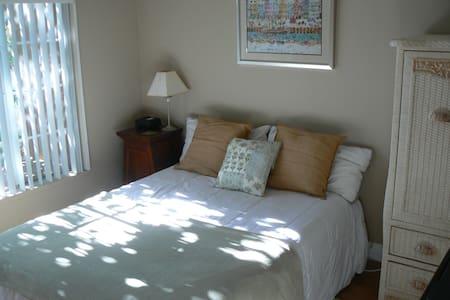 Bright,airy,2BD Condo! - Condominium