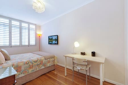 New 1 bedroom, central Broadway - Broadbeach - Townhouse