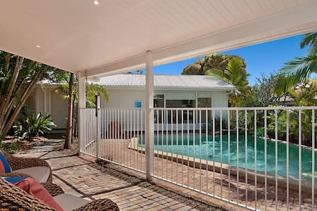 Funky self contained beach cottage - Sunrise Beach - Apartment