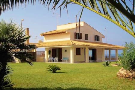 Villa on the sea and wild nature - Scoglitti - Villa