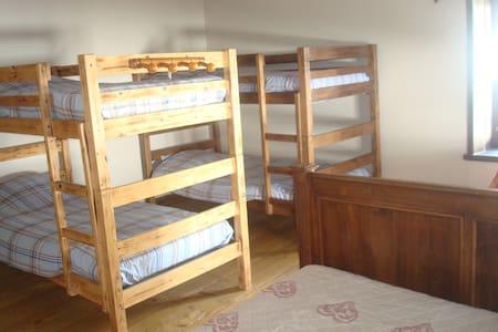 La Boulzane - Chambre PEYREPERTUSE - Bed & Breakfast