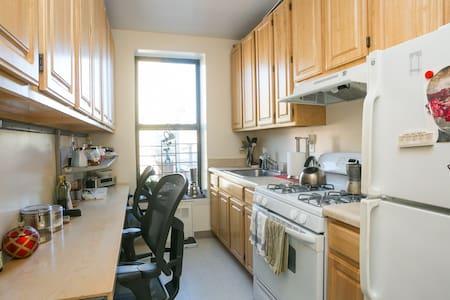 COMFORTABLE & COZY-2 STOPS BARCLAY - Brooklyn - Apartment