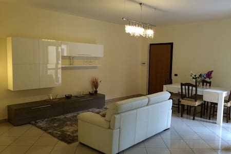 Salerno appartamento nuovo e confortevole - Huoneisto