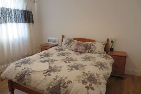 With its stylish modern  layout, and calm interior, St Brendans ideally suits singles or couples looking for a peaceful and comfortable stay, downstairs room, the biggest one in the house, 5 minutes walk from Dublin city centre.