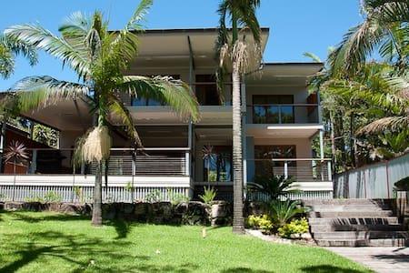"Absolute Beachfront Luxury ""Omaroo"" in Cowan Cowan - Moreton Island"