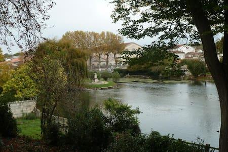 MAISON BORD DE RIVIERE - Huis