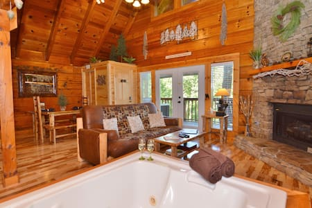 """Time after Time"" Luxury Cabin - Gatlinburg - House"
