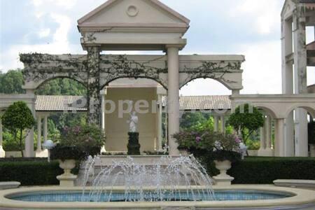 Atheneum at the peak - Ampang - Bed & Breakfast